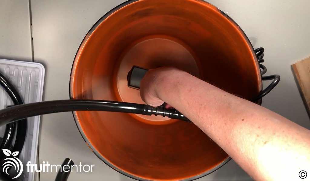 five gallon bucket used as reservoir
